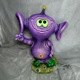 Садовая фигура Инопланетянин фиолетовый